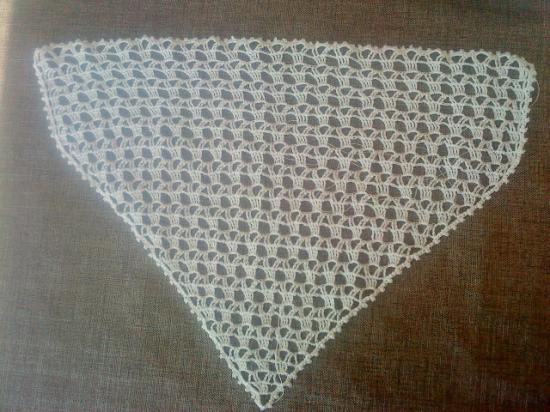 Fichu (ajouter un ruban coté plus largede la couleur assortie au habit pour nouer à la tête)